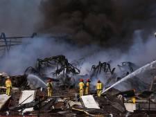 In beeld | Een dag na de zeer grote brand: dit is wat er over is van Van der Heijden Transport in Hapert