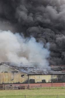 Grote brand in schuur bij Wierden onder controle