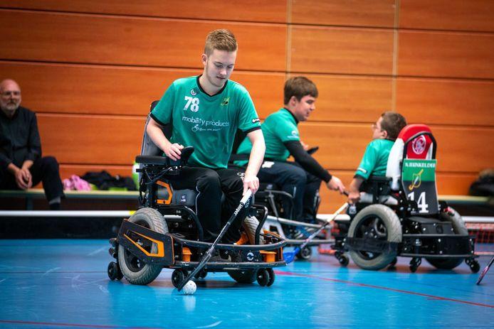 Lucas Schell traint bij Upward in Arnhem.