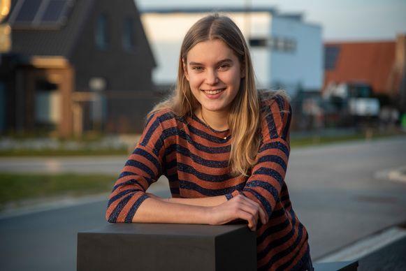 Febe Govaert (15) uit Melle stoot door naar finale Top Model 2020.