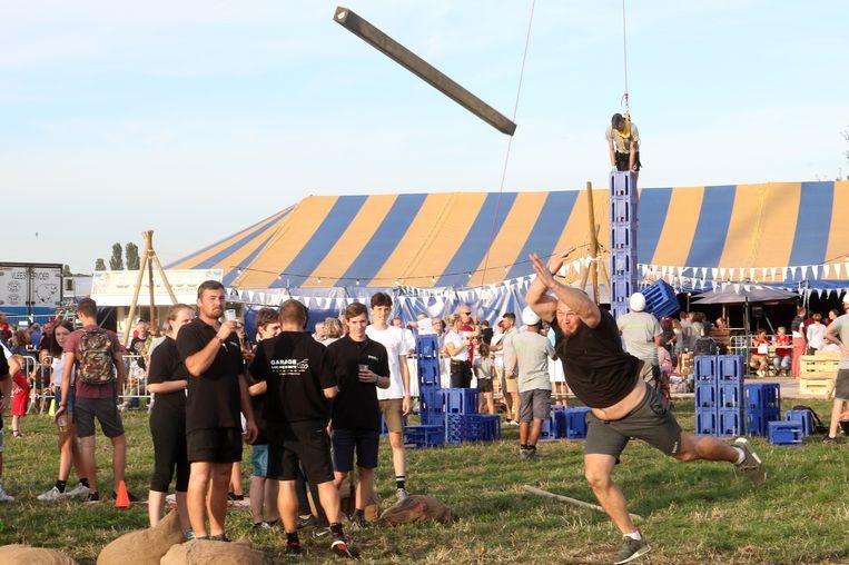 In de 'Be Strong Battle' namen verschillende teams het tegen elkaar op.