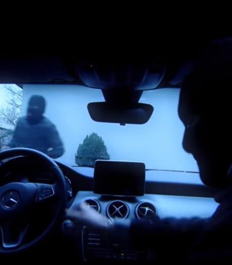 Politie zoekt duo dat na overval Mercedes niet in achteruit krijgt