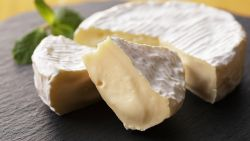 Kaasoorlog woedt voort: Franse boeren vrezen voor toekomst van échte camembert
