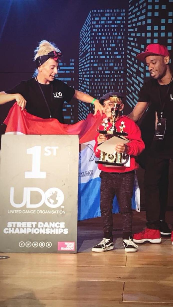 De 9-jarige David Kitoyan is Europees Kampioen in de categorie solo onder de 10 jaar.