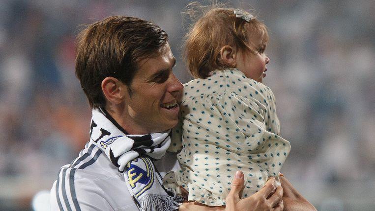 Gareth Bale met zijn dochtertje na het winnen van de Champions League. Beeld getty
