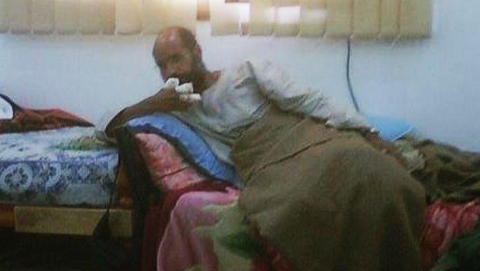 Het enige beeld dat er tot dusver van de gearresteerde Saif al-Islam is gepubliceerd.