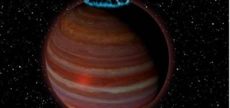 Gigantische planeet heeft prachtige aurora's waarbij noorderlicht verbleekt