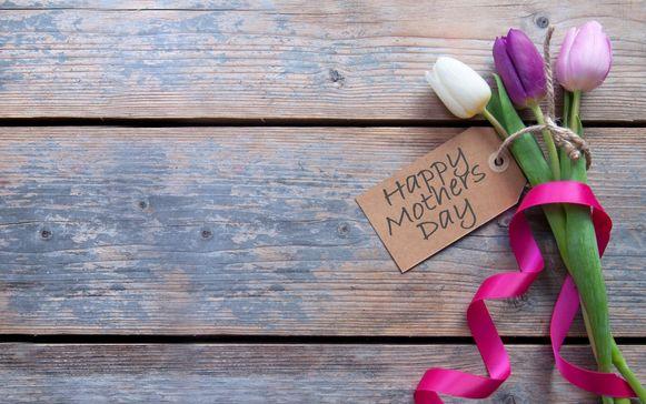 illustratiebeeld - Kluisbergen Lokaal deelt bloemetjes uit voor Moederdag.