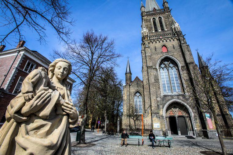 Brugge kindje Jezus van Mariabeeld onthoofd aan Magdalenakerk
