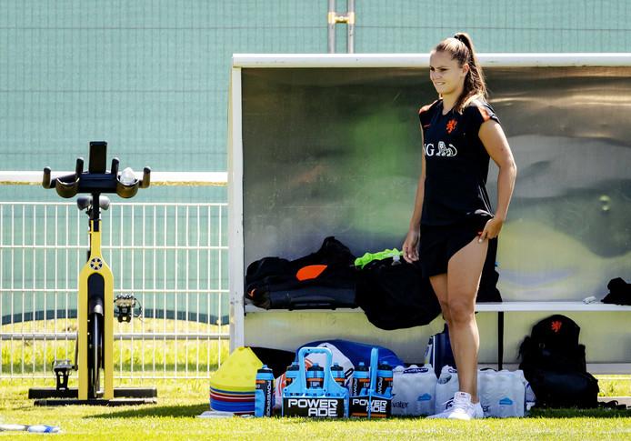 Lieke Martens beperkte zich op de training tot enkele oefeningen op de hometrainer.