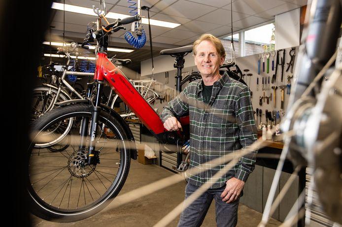 Frank van Oirschot van de fietsenspeciaalzaak in Riel.