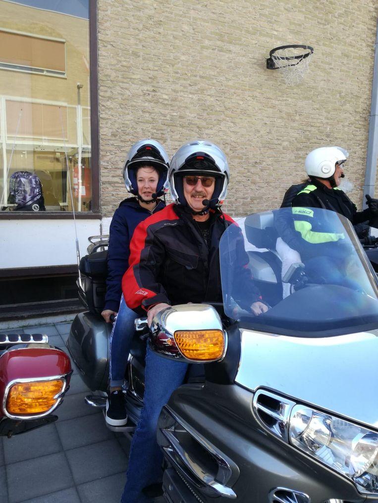 De vrijwillige motards offerden met plezier een vrije dag op om de kinderen op unieke wijze door de streek te loodsen