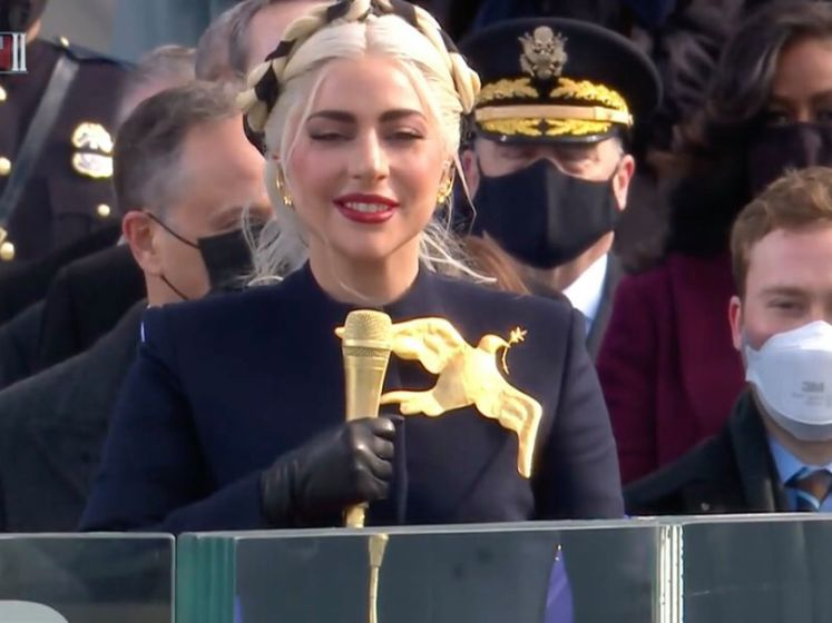 Lady Gaga interprète l'hymne américain