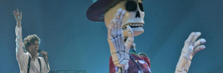 Mika donderdag 1 november tijdens zijn optreden in MÃ¿nchen op de MTV European Music Awards. (AP) Beeld