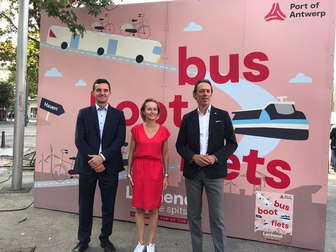 Mobiliteitsmanager van het Havenbedrijf Tom Verlinden, havenschepen Annick De Ridder en havenbaas Jacques Vandermeiren stelden de cijfers zondagochtend voor op Antwerpen Autovrij 2019.
