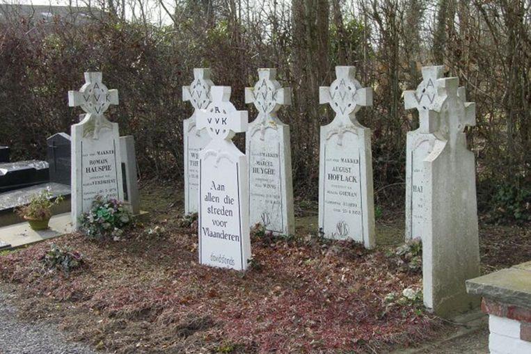 Op de gemeentelijke begraafplaats van Vlamertinge staan in een afzonderlijk perk 6 heldenhuldezerkjes gegroepeerd voor oud-strijders uit Vlamertinge.