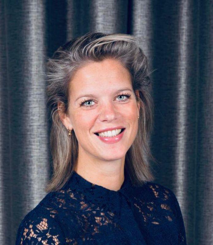Charlotte van Dorp vertrekt als fractievoorzitter van Leefbaar Capelle. Ze wordt opgevolgd door raadslid Cor Schaatsbergen.