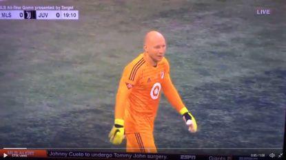Gekker wordt het niet: doelman geeft tijdens wedstrijd tegen Juventus live commentaar terwijl hij op het veld staat