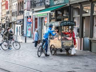 Uitbollen na de Ronde van Vlaanderen: Spaanse wielerploeg Movistar maakt toeristisch tochtje door Gent en koopt neuzekes
