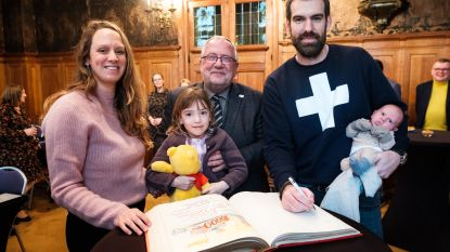 Kleine Sam is 10.000ste inwoner van Wijnegem (en dat is een record)