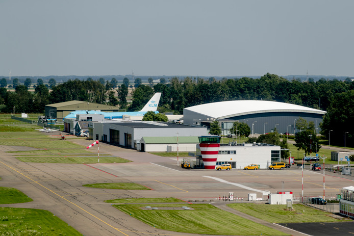 Luchtfoto Lelystad Airport.