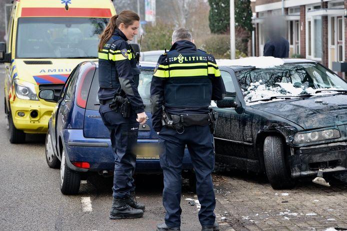 Beide auto's zijn beschadigd geraakt.