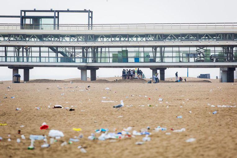 Uit een rapport van CE Delft bleek eerder dit jaar dat de invoering van statiegeld op flesjes en blikjes de hoeveelheid zwerfafval in Nederland met negentig procent zou doen afnemen.  Beeld anp