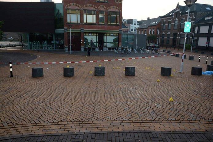 De Markt in Axel na de schietpartij in de nacht van zaterdag op zondag.