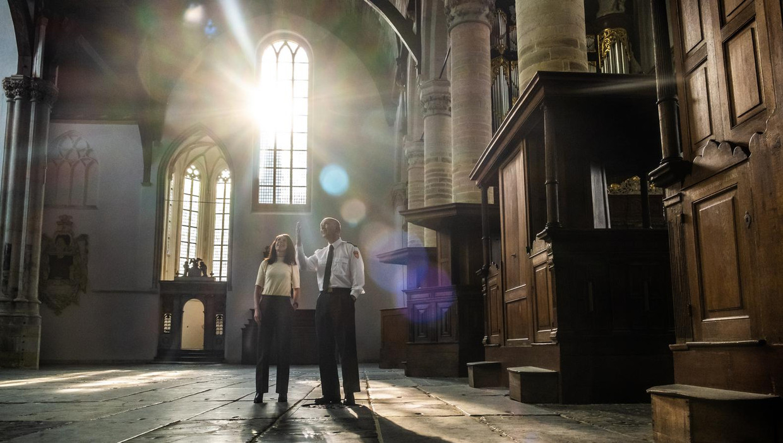 Directeur van de Oude Kerk Jacqueline Grandjean en Onno Kaldenberg van de brandweer