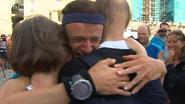 Hij is er! Kankerprof Johan Swinnen komt aan in Compostela na tocht van 2.400 km