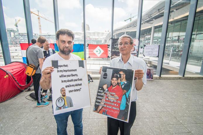 Vorig jaar mei werd door actievoerders ook al een hongerstaking gehouden in Utrecht. Karim Laarilli Amay en Andelgani Ababou tonen zich solidair met de politiek gevangenen.