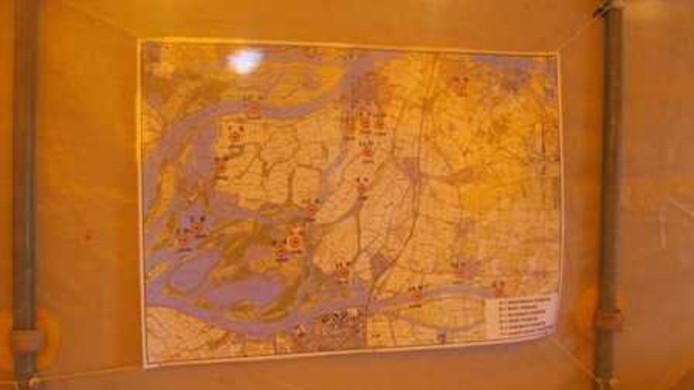 Kaart van de Biesbosch met achttien locaties waar in WO II vliegtuigen zijn gecrasht.