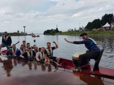 Slecht weer mag pret niet drukken bij drakenbootrace Harderwijk