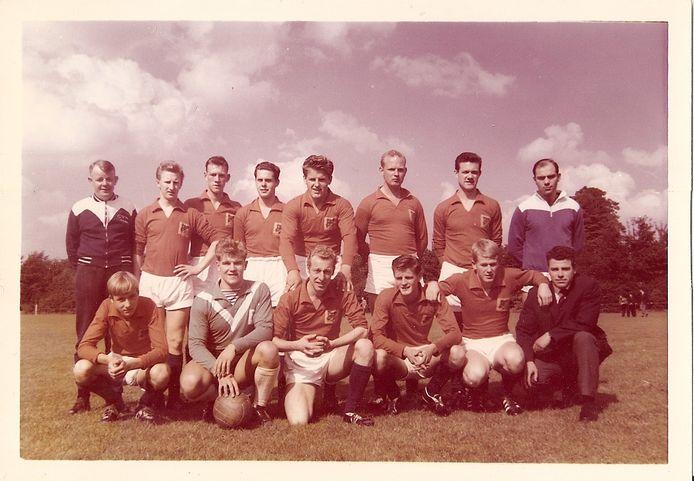 Het eerste elftal van 1963.