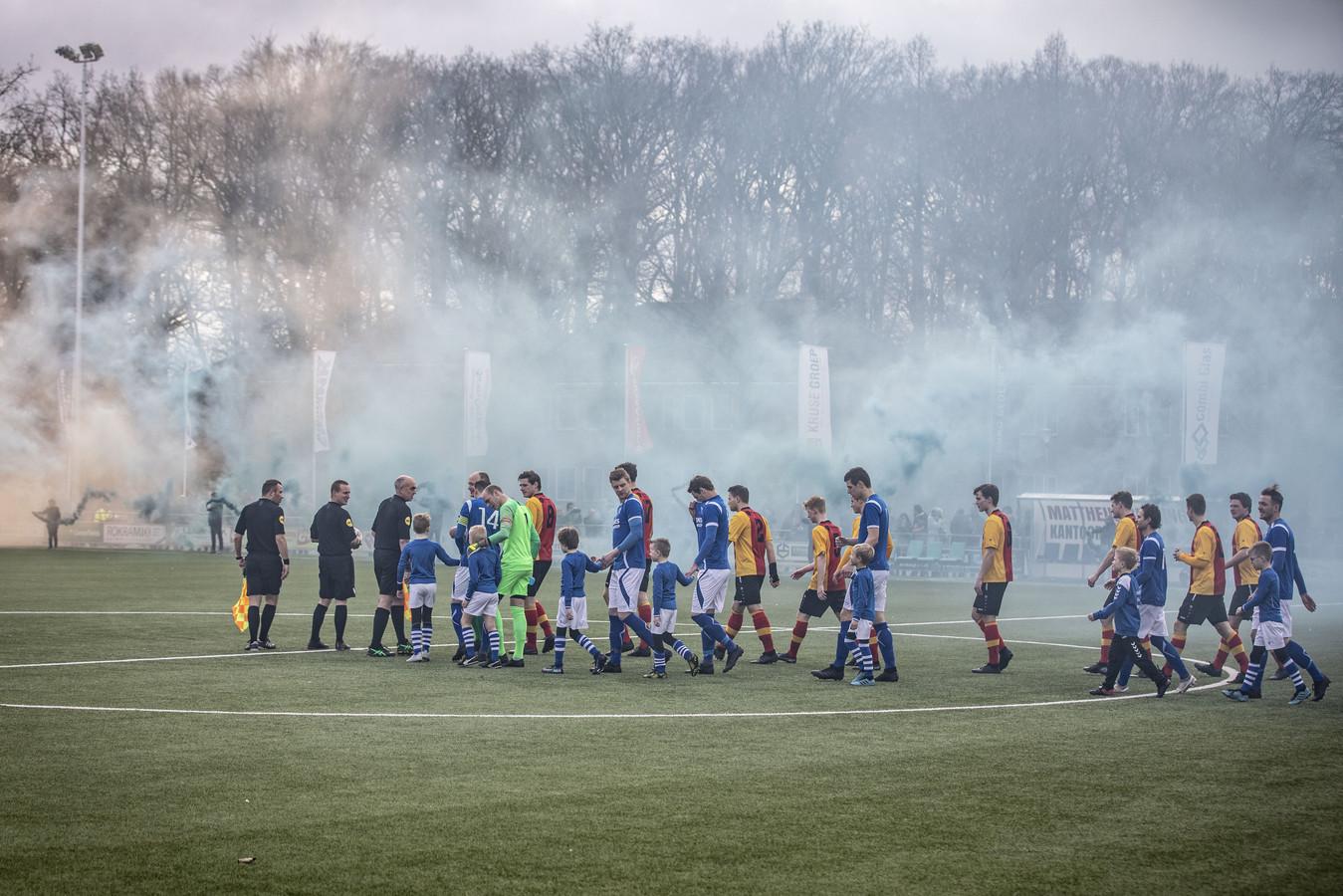 Een sfeervolle opkomst bij de derby TVC'28 - Stevo.