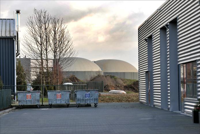 De vergistingssilo's van Cleanergy op industrieterrein Molenveld in Wanroij.