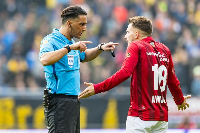 Gözübüyük leest Donis Avdijaj van Willem II de les.