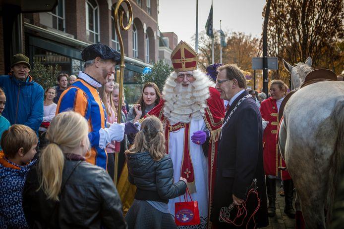 Sinterklaas in Zeist in 2017: ook toen werd hij ontvangen door burgemeester Koos Janssen.