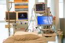 In het Rotterdamse Maasstad ziekenhuis wordt een nieuwe IC afdeling opgezet om de toeloop van coronapatiënten aan te kunnen. In de nieuwe intensive care komen overigens patiënten te liggen die niet besmet zijn met het virus.