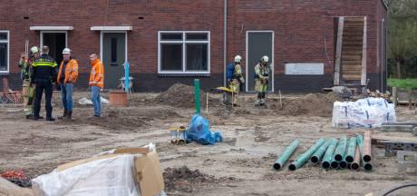 Bouwvakker slaat gat in leiding van nieuwbouwwijk Wilnis