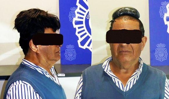 De man werd opgepakt, omdat zijn pruik nogal opviel.