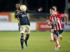Abels (Jong PSV) sloopt monitor FOX Sports-commentator met harde kopbal