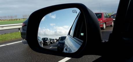 Drukte op de snelweg richting stranden in Zeeland