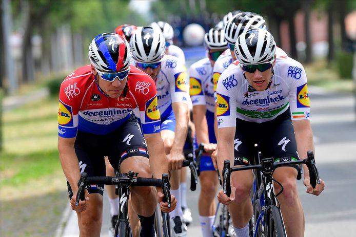 De renners van Deceuninck Quick Step op verkenning voor Gent-Wevelgem. Links Nederlands kampioen Fabio Jakobsen
