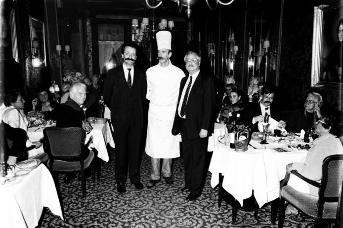 Het laatste diner op 31 november 1985 in The House of Lords. V.l.n.r. gerant H.J. van den Ende, chef-kok Herman Hak en eigenaar Lex Abbink.