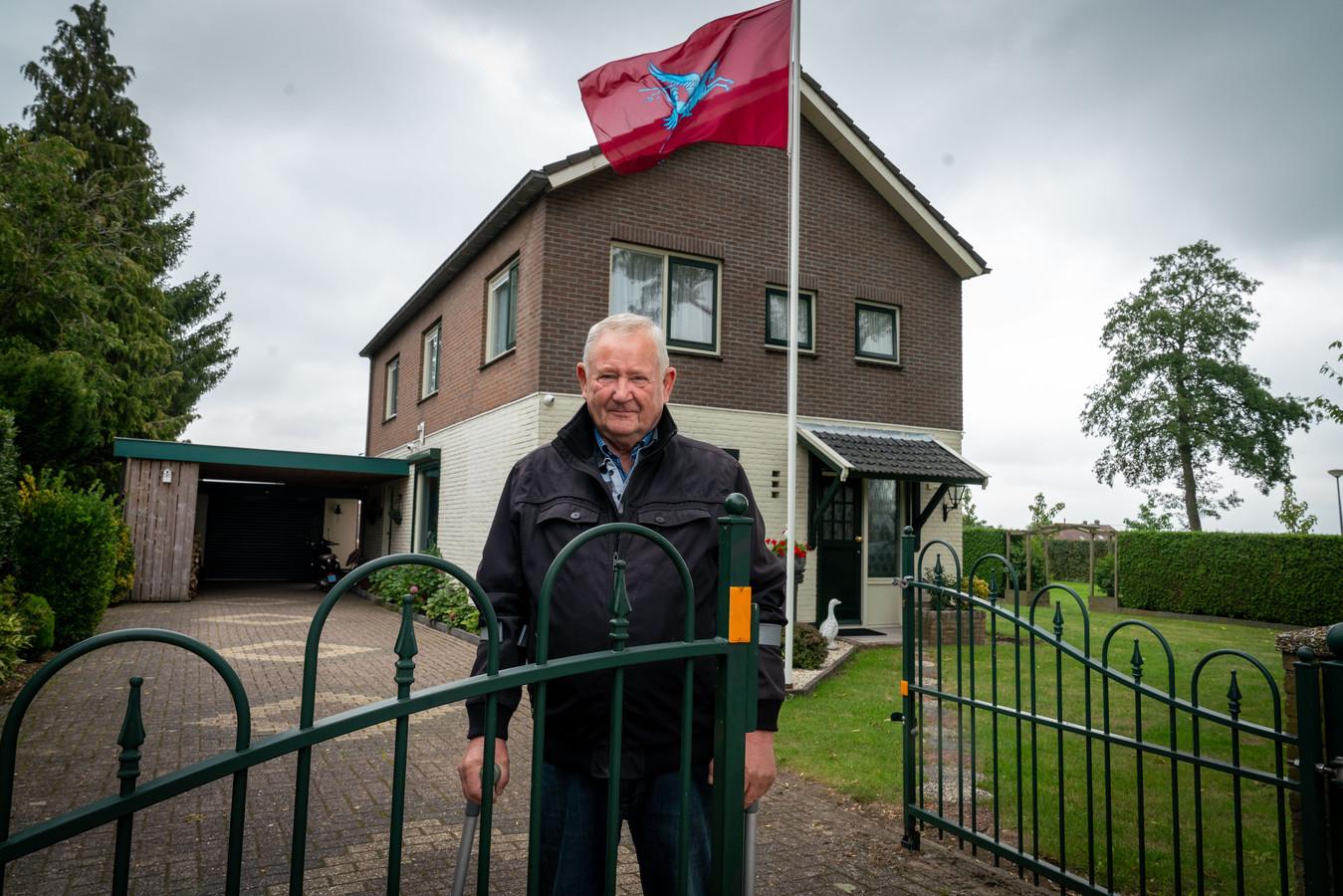 Ook bij Guus Lamers uit Driel wappert de Airbornevlag.