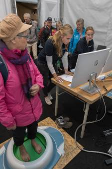 'Pootjebaden' voor voetenonderzoek op Sallandse Wandelvierdaagse