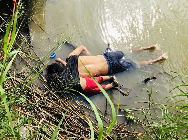 Een vreselijk beeld: Valeria en haar vader Óscar Alberto Martínez Ramírez verdronken in de Rio Grande.