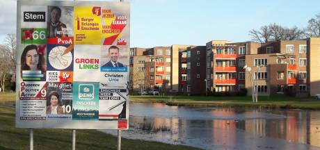 Verkiezingsposters van D66, CDA en VVD beklad in Enschede
