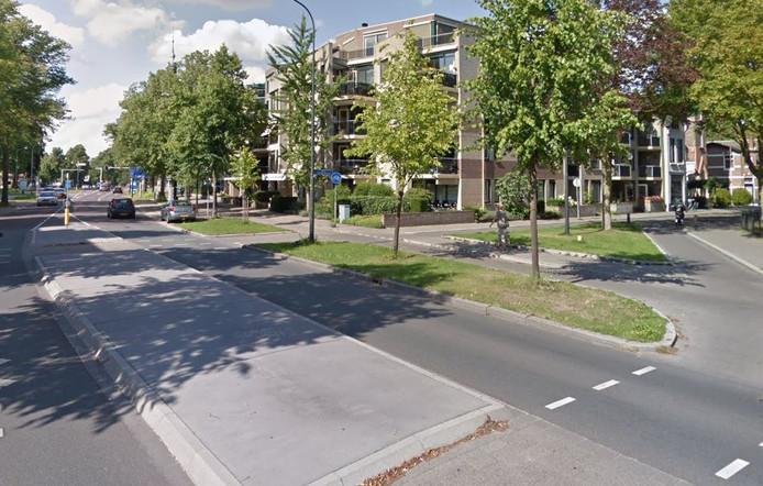 De Apeldoorner werd belaagd op de Loolaan ter hoogte van de Prof. Röntgenstraat.